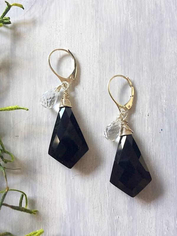 Aretes en onyx y cuarzo blanco,Brioletta Joyería Artesanal con gemas