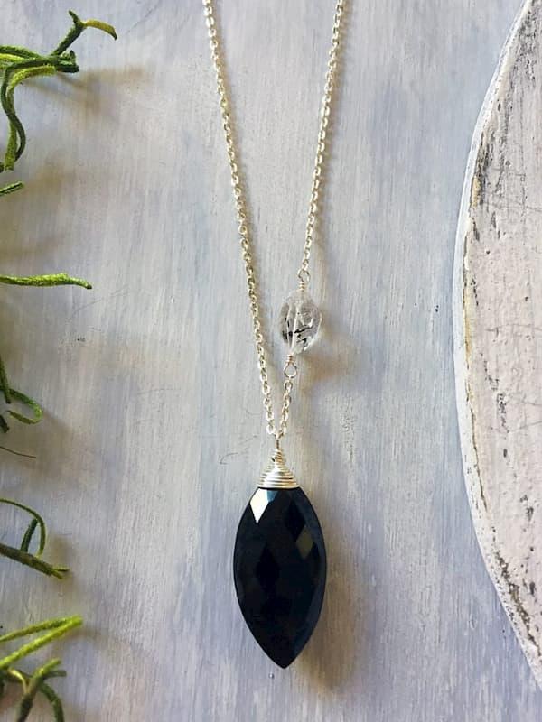 Collar en espinela negra y cuarzo Herkimer, Brioletta Joyería Artesanal con gemas