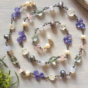 Collar Polvo de Estrellas, Brioletta joyería artesanal con gemas