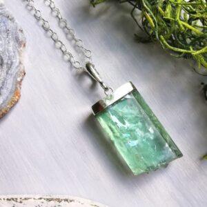 collar-kunzita-verde